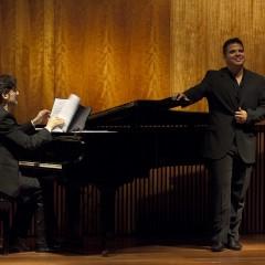 Triunfo de Francisco Corujo en su recital (la Opinión)