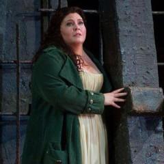 """Angela Meade, la nueva estrella del Met, reemplaza a Arteta en """"Il Trovatore"""""""